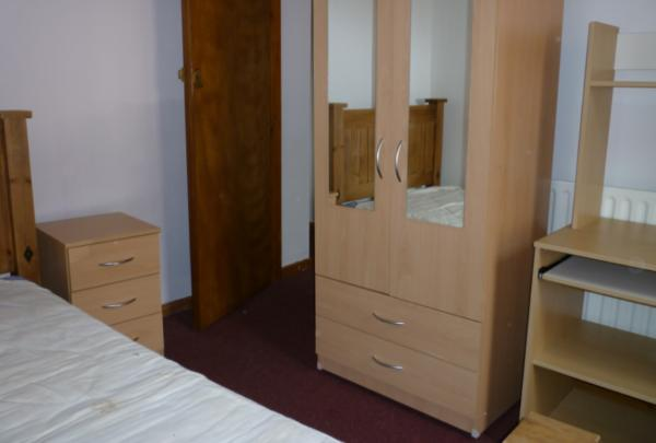 5 bedroom fully furnished flat walking distance from campus33 High Street, Knutton, Newcastle-under-Lyme, ST5 6DB