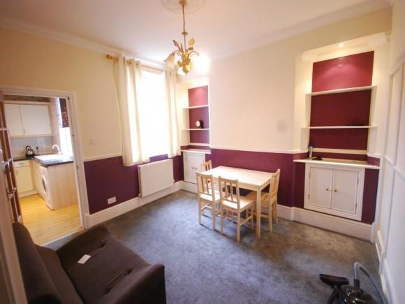 Spacious 5 bedroom mid terrace.  Close to university and amenities186 Victoria Road, Fenton, Stoke-on-Trent, ST42HQ